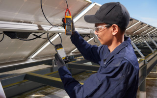 Fluke Launches World's First Clamp Meters for Solar Power Installations with CAT III / 1500 V Safety Rating