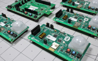 Cypress Semiconductor CYW20819 and CYBT-213043-MESH Bluetooth Mesh Networking Evaluation Kits